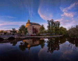 Замок Эребру перед закатом